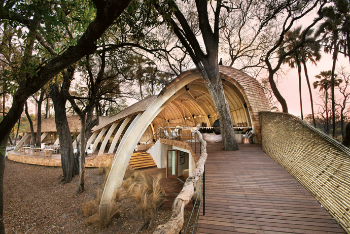 The walkway from the bar to the viewing deck gives visitors a feeling for the pangolin shape that inspired the design of Sandibe Okavango Safari Lodge.