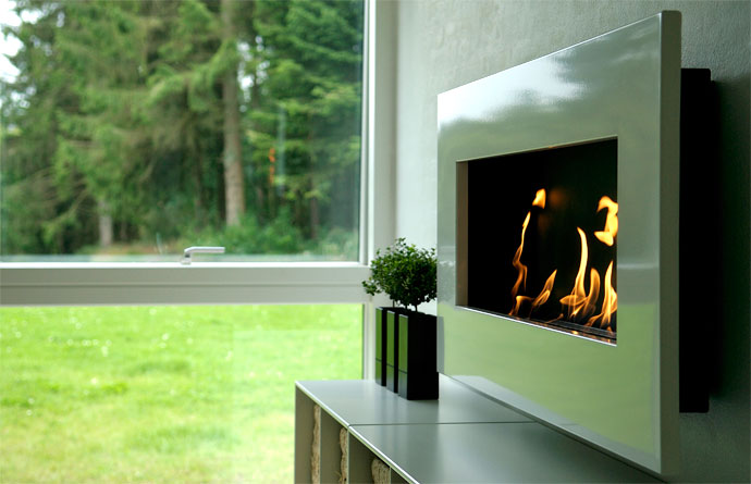 Nero Frame 800 wall-mounted fireplace with white fascia, R20752.