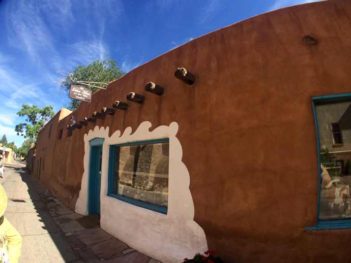 De Vargas Street House in the Barrio De Analco Historic District is recognised as one of the oldest buildings in America.