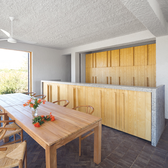 Custom-made joinery units by Woodgrain in the dining room add to the seamlessness that characterises this peaceful space. The dining tableand chairs are from Weylandts.