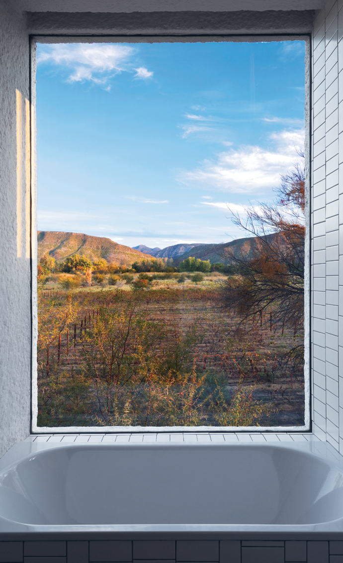 Bath time offers uninterrupted views to the south, of the veld and theSwartberg.