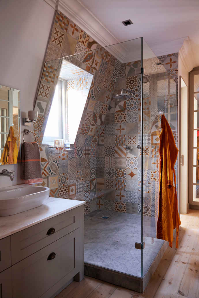 The master en-suite doubles as awalk-in closet. The shower tiles are from Italtile and the towels fromMungo.