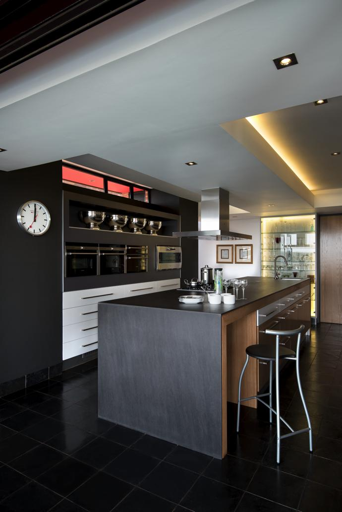 The colour palette of the interior spaces is limited to white and dark grey. Solid-oak floors and veneer finishes in places add warmth.