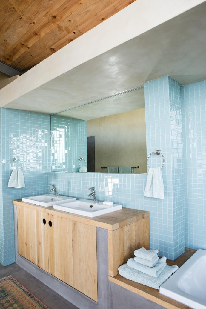 A team of local artisans, coordinated by Pringle Bay contractors Martin and Theresa Helmbold, was involved in everything from the carpentry to the tiling. In the main bathroom, the French oak vanity and glass mosaic tiles are from Douglas Jones.