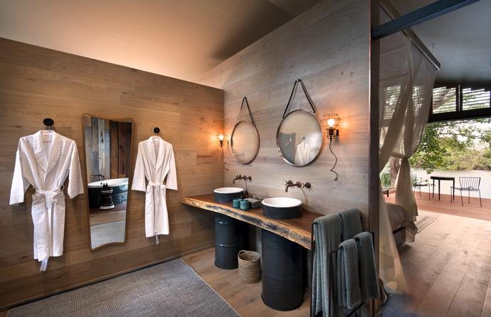 In the bedroom suites, glass doors slide open to provide unobstructed views of the river flowing gently by, creating the illusion of floating on water. Sliding mesh screens ensure safety, and sailcloth canopies overhead deflect heat, keeping the interiors cool. The bathrooms were prefabricated and installed on site. Every unit also has an outside shower and plunge pool.