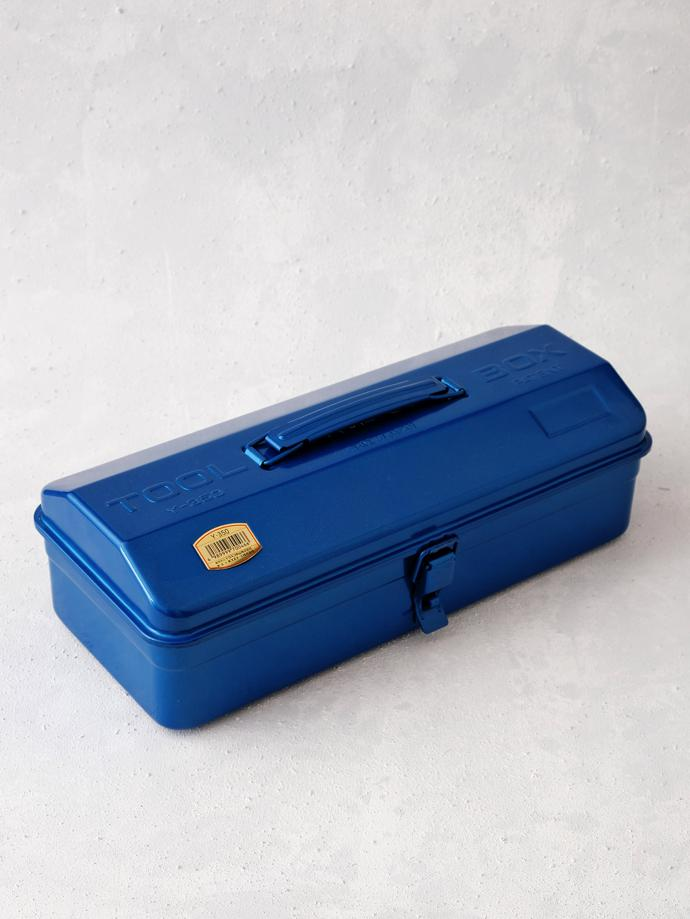 Y-350B Toolbox by Trusco, R600. Blue Trusco pressed steel toolbox with single compartment and secure toggle catch clip. Ideal for organising a combination of hand tools or art supplies. It is light and sturdy for easy carrying around. Dimensions 359 mm (L) x 150 mm (W) x 124 mm H).