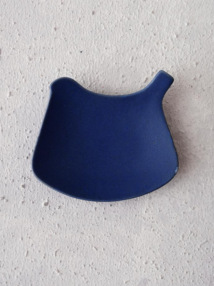 Tori plate - ruri (blue) by yumiko iihoshi porcelain, R220. Small, bird-shaped plate to use as a spoon rest or for tea bags. yumiko iihoshi porcelain specialises in simple, understated everyday ceramics for home or restaurant use. Items can be mixed and matched individually.