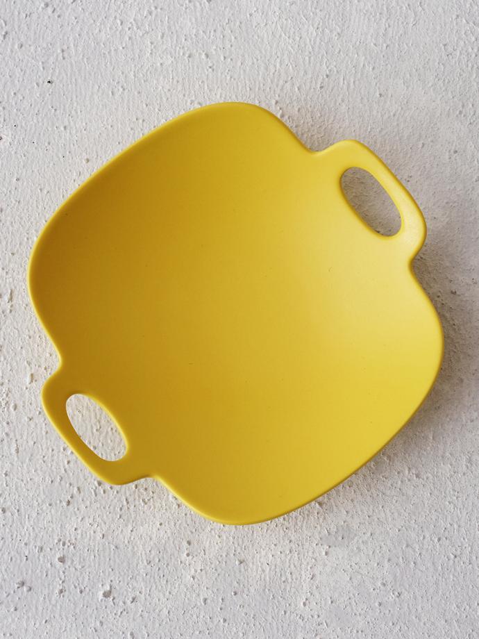 Bon voyage plate (SS - yellow) by yumiko iihoshi porcelain, R460. The bon voyage range is described as