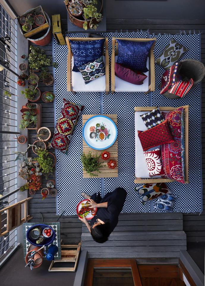 The apartment has a small open-air living space – her stoep, as Juditha refers to it. On her travels over the years she collected the hand-embroidered, rare needlepoint and ikat pillows, and the woven outdoor mat and indigo pillows are from Africa Nova.