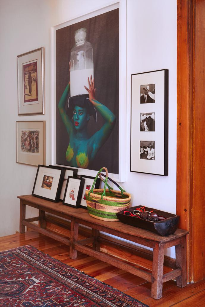 In the entrance hall you are greeted by a large photographic work by Tony Gum, flanked by smaller artworks by Sue Williamson and Francine Scialom Greenblatt and, on the bench, next to Juditha's (practical) assortment of reading- and sunglasses, a small Beezy Baily.