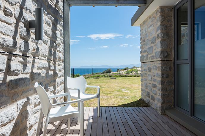 romans villa - 3rd guest bedroom patio #2-2