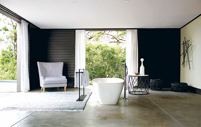 The roomy bathrooms – in this case the Tree Wisteria Suite's bathroom – give one the feeling of being in a hammam. The decor was kept simple, with white linen curtains, a giant armchair and hand-forged metal stands and tables.