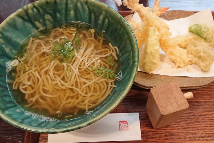 Soba noodle lunch next to the road, Wakayama Prefecture