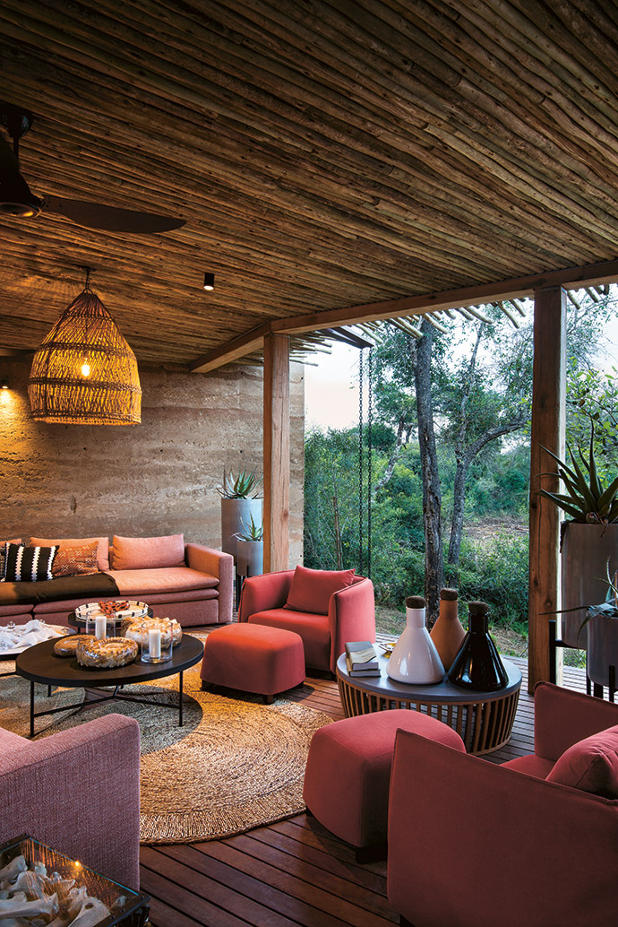 The circular motif is continued in the main outdoor living area. The woven carpet is from a craftsman who sells his wares beside the N2 highway just outside Hluhluwe, the light is from Daliwe Designs, and the sofas and chairs are from Wunders.