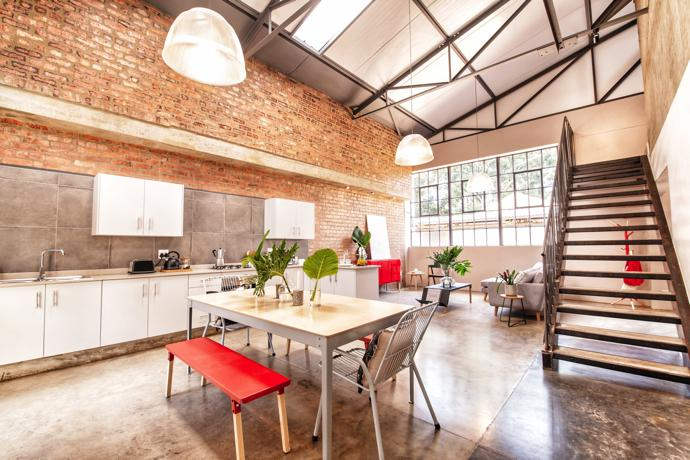 2 bed loft – Voluminous and generous living complemented by raw textures and warm tones.