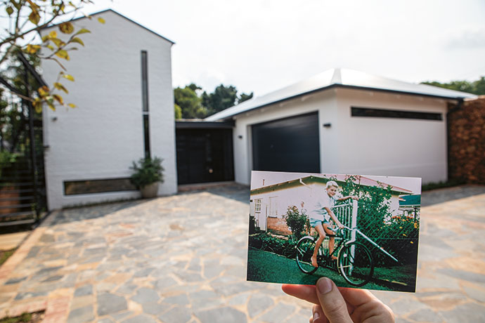 A picture by the previous owners captures the original entrance to the house, now a simple single-storey rectangular structure that separates the old from the new building.