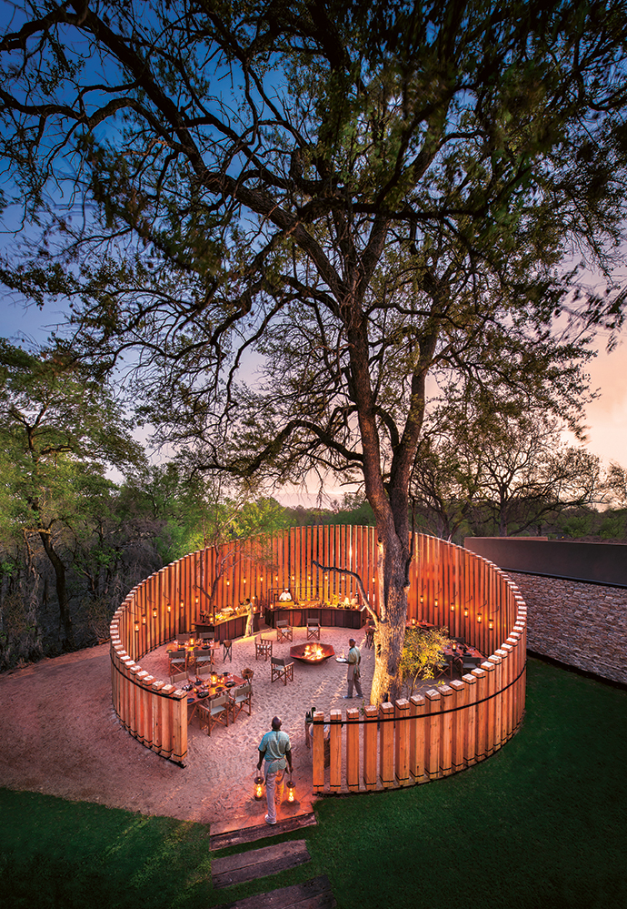 The form of the boma – a place to seek shelter and companionship – takes its cue from the typical bushveld pole skerm.