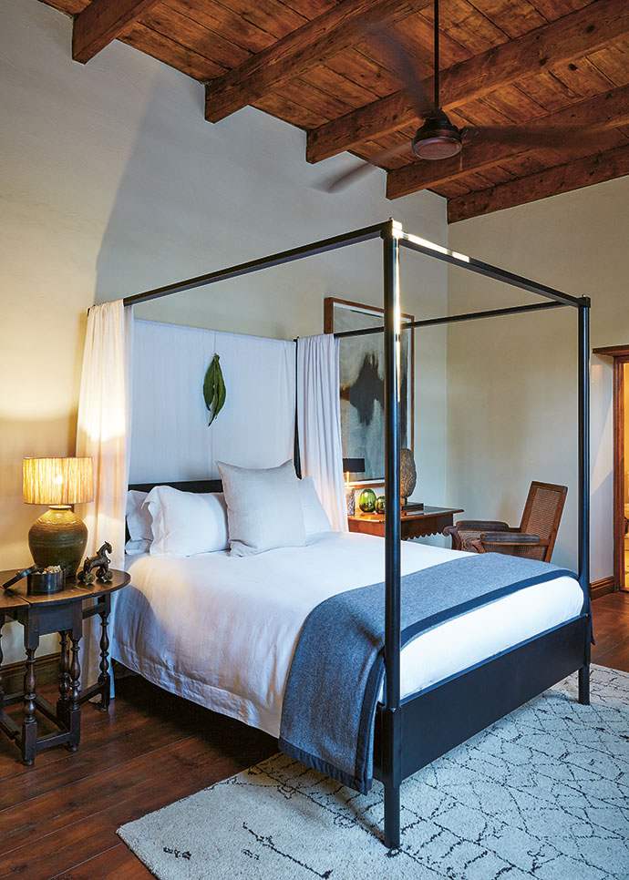 The bedrooms with their high ceilings feature four-poster beds, quality bedlinen and cashmere throws.