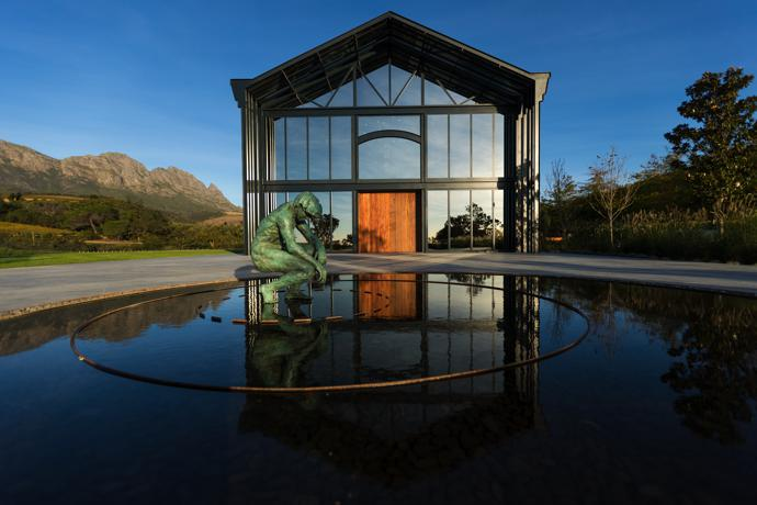 Clad in tinted glass, the Venue Hall is absorbed by the beautiful landscape and becomes a mirror for it and all the events it will be witness to.