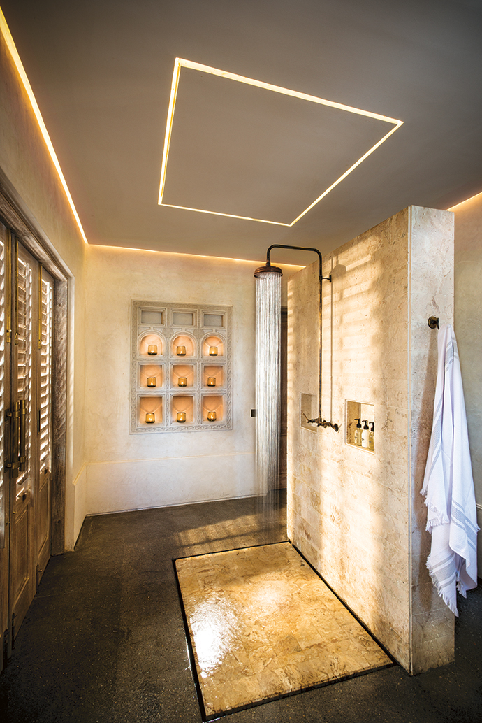 A coral stone shower takes centre stage in this bathroom, with a Lamu-plastered niche wall in the background.