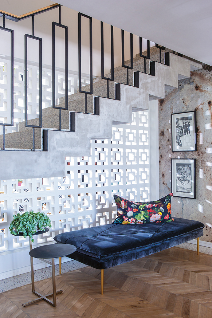 Breeze blocks form an intricate screen that contains the staircase and defines the atrium while maintaining visual connection. Their geometric shapes echo the linearity of the architectural design, and cast interesting shadows.