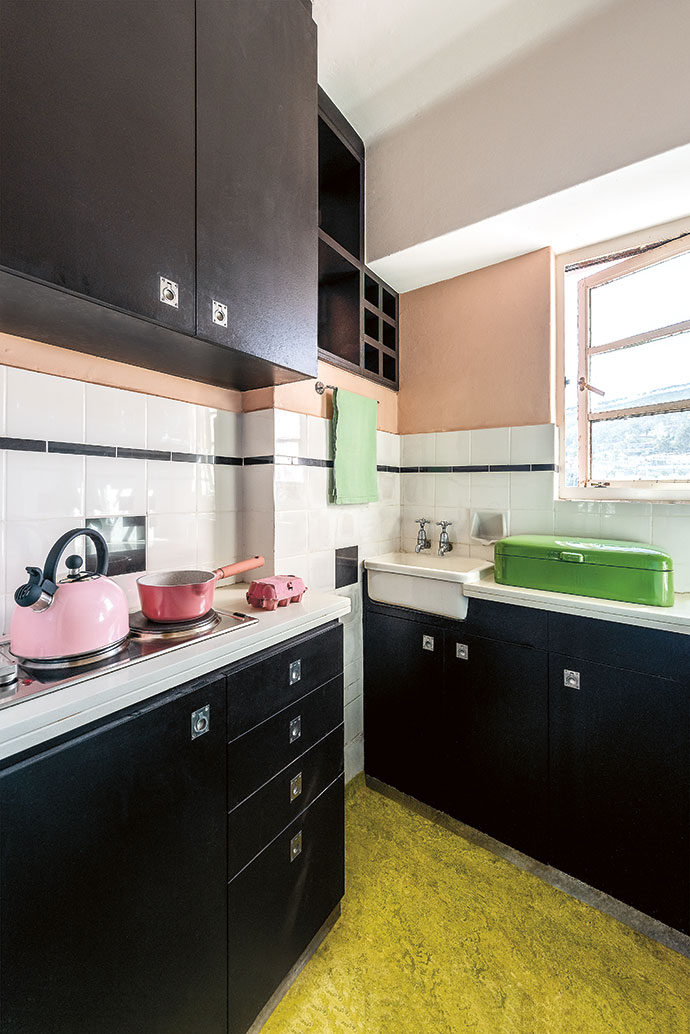 The linoleum used on the kitchen and bathroom floors is
