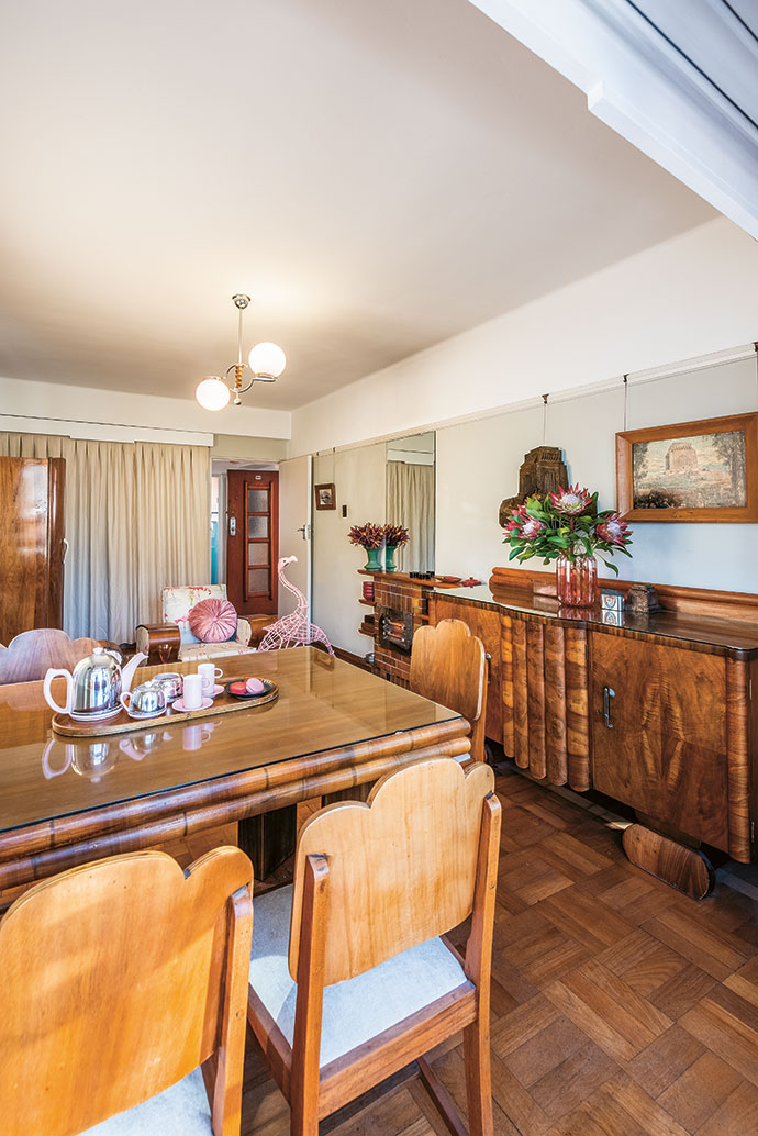 Robert found the ornate original Art Deco sideboard and dining suite at Cash Crusaders in Sea Point (cashcrusaders.co.za).