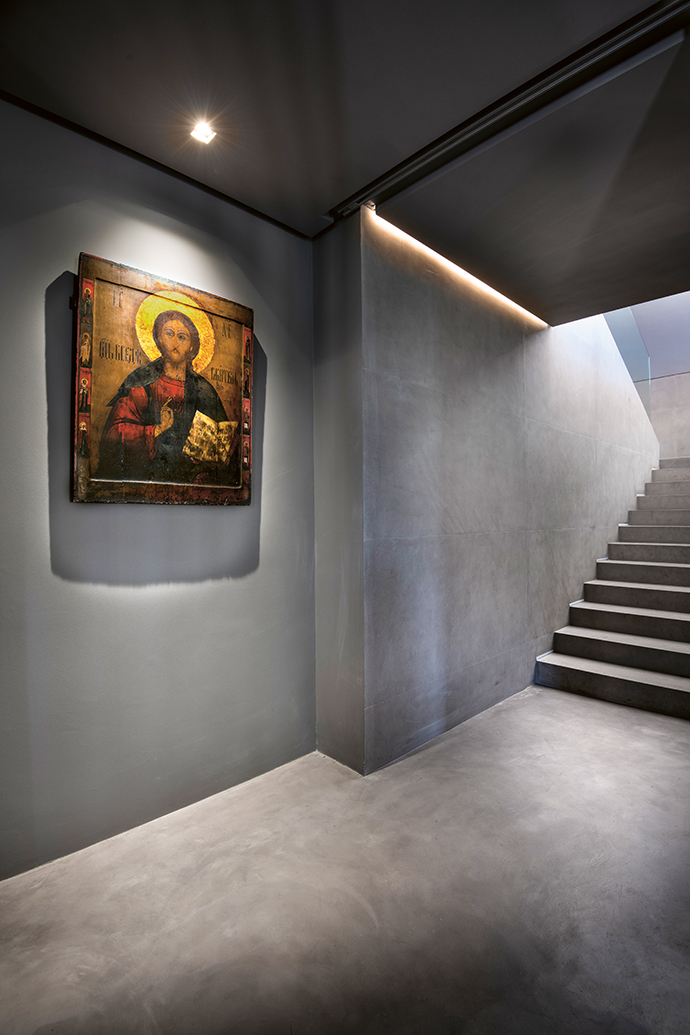 The owners' enviable collection of artworks is dotted throughout the house.