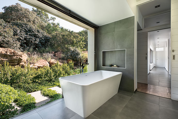 Bird-watching made easy while soaking in the comfort of the OXO cube bath (oxosa,co.za).