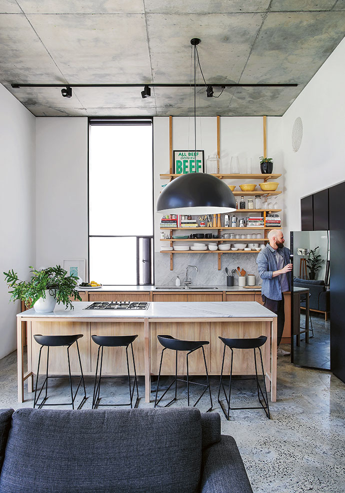 Simplicity reigns in Robyn and Clinton Campbell's kitchen, with Carrara marble from Cannata and oak cabinets, designed by ML-A and built by Holz Cabinetry. The AAS 38 HAY stools are from Créma.