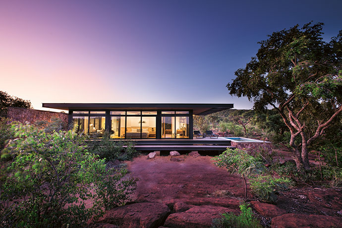Sleek horizontal planes blend seamlessly into the surrounding landscape, offering visitors a discreet, up-close-and-personal haven in the heart of the bushveld.
