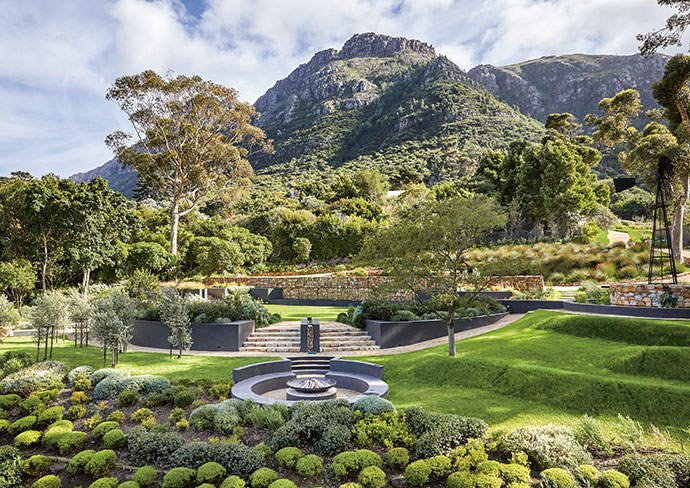 The main circular lawn, surrounded by rills of water, sits on the location of the property's previous home and forms the central point of the garden. Landscape designer Giselle Stoloff was enlisted to determine the plantings and other details, such as the cloud hedging that was inspired by Dylan Lewis's sculpture garden outside Cape Town.