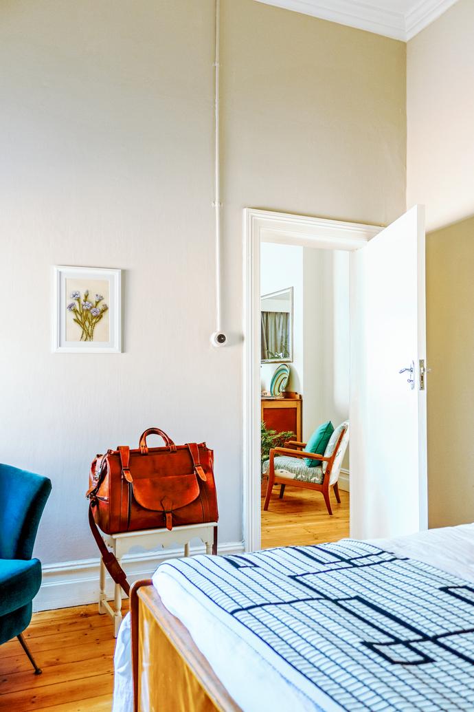 Lizmi Cottage - Main Bedroom 02