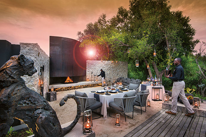 Each House has its own boma and outdoor dining space – this one at Mvula House features a cheetah sculpture by Arend Eloff.