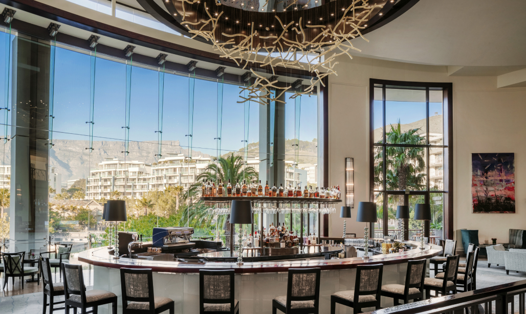 Vista Bar and Lounge is your go-to space for quiet reflection and sophisticated refreshments by day. Come evening, it transforms into the resort's vibrant hub.
