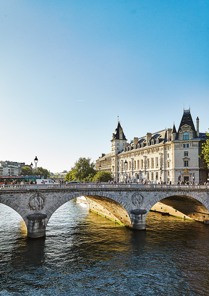 Classic Paris views alone the Seine.