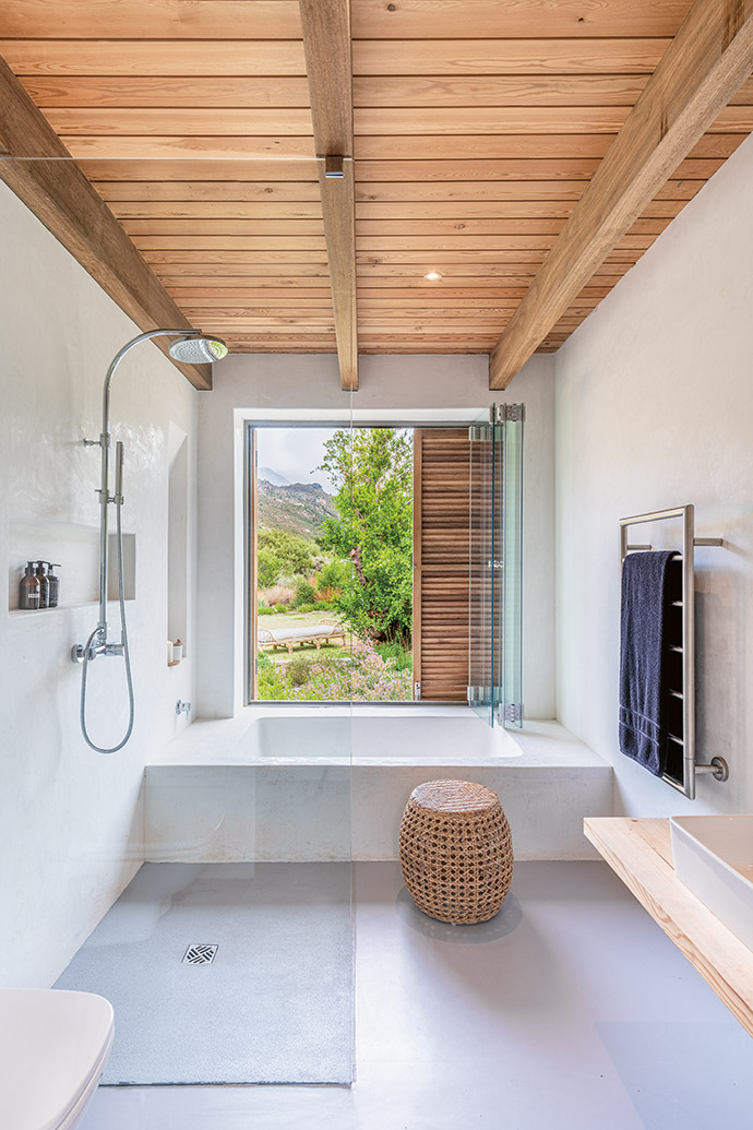 Both bathrooms open out onto the veld beyond, creating unity with nature.