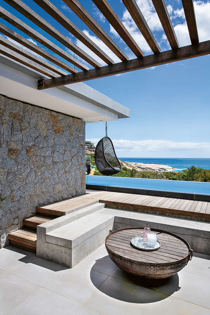 The outside entertainment area, framed by a granite wall made of locally excavated rock, has been orientated to provide maximum protection from the prevalent summer winds – and maximum views.
