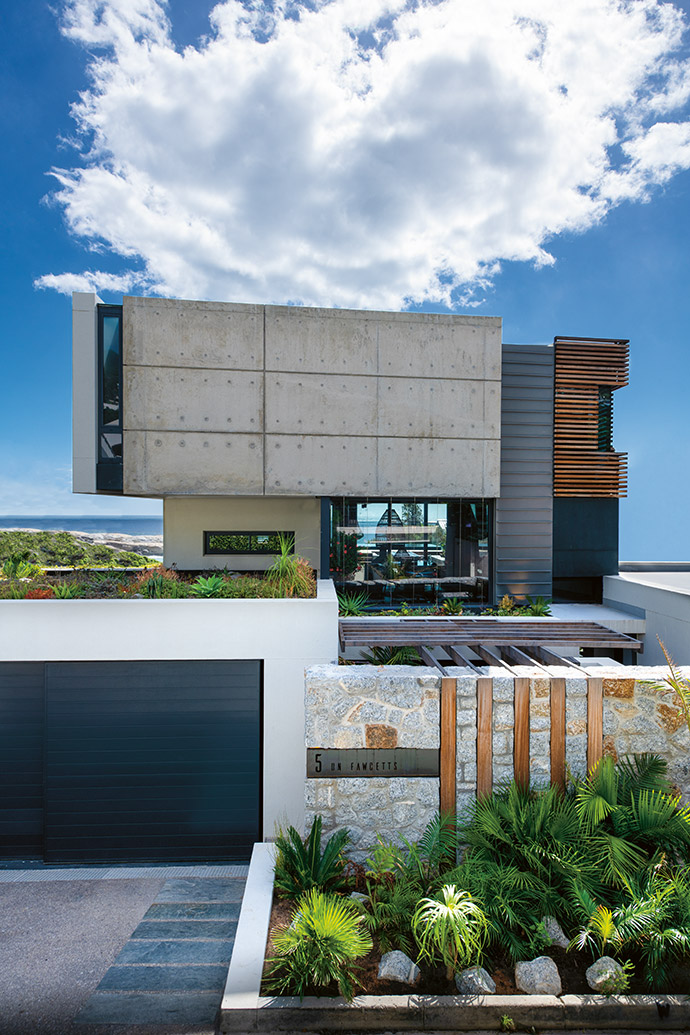 The façade echoes natural elements with a combination of timber and off-shutter concrete. Zinc cladding was also introduced, as it weathers particularly well in coastal areas.