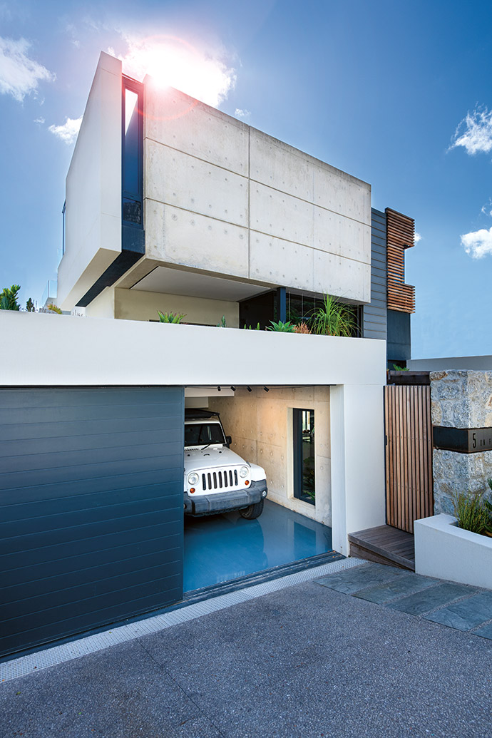 The sliver of glazing between the concrete is a nod to the gaps between the monumental granite boulders on the beach.