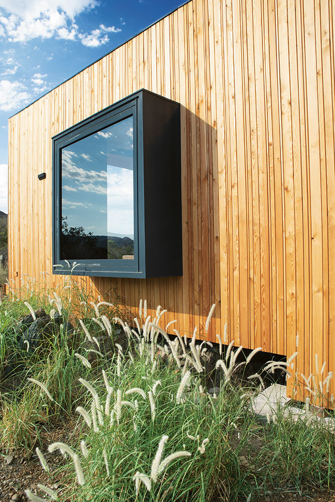 Aluplan's architectural box windows in the two main bedrooms offer scenic views straight from your bed, and create window-seat spaces where the landscape can take centre stage.