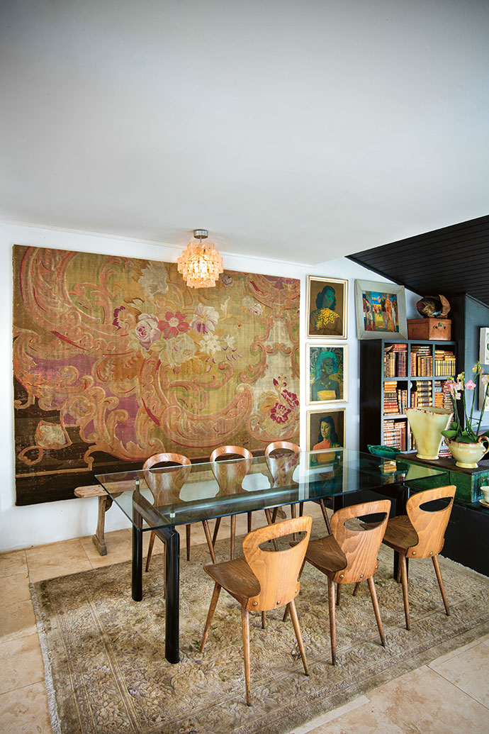 In the dining area, an Aubusson rug hangs as a wall tapestry, its bleached colours complementing the French plywood chairs.